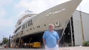 Lüks tekneye, jet kazasında ölen kızı Minanın adını vermişti