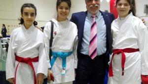 Başarılı karateciler kente dereceyle döndü