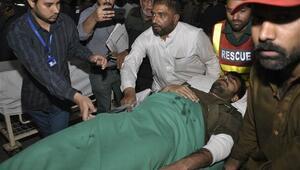 Pakistanda cemaat toplantısına canlı bomba saldırısı: 8 ölü