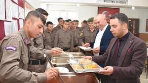 Kaymakam ve Belediye Başkanından askerlere moral ziyareti