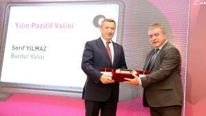 Yılmaza Yılın Pozitif Valisi ödülü