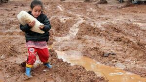Suriyede iç savaşın 8nci yılı : En az 450 bin insan hayatını kaybetti