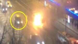 Metrobüs durağının önünde panik Patlama anında tam yanındaydı