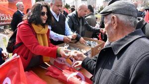 Sivasta CHP, Çanakkale şehitleri için helva dağıttı