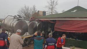 Çanakkalede süt yüklü tanker kafeye girdi: 1i ağır, 8 yaralı