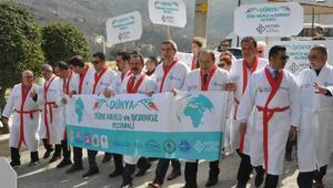 Türk Havlu ve Bornoz Gününde bornozlu yürüyüş