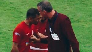 Maçta ilginç an Kaptan sahayı terk etmek istedi, hoca ve arkadaşları ikna etti