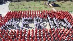 600 öğrenci Türk Bayrağı ve Afrin'i çizdi