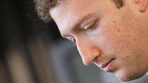 Facebookun patronu bir günde 4 milyar dolarını kaybetti
