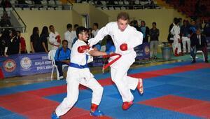 Karate grup müsabakalarına 340 sporcu katıldı