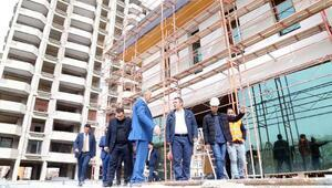 Başkan Çelik, Talas Sosyal Yaşam Merkezi inşaatında incelemelerde bulundu