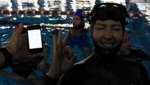 Serbest dalışçı Birgül Erken dünya rekoru kırdı, şehitlere ithaf etti