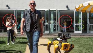 Dünyanın en zengin iş insanının robotunu gören telefonuna sarıldı
