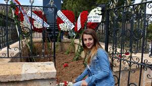 Aşık Veysel, ölümünün 45inci yılında Sivastaki mezarı başında anıldı