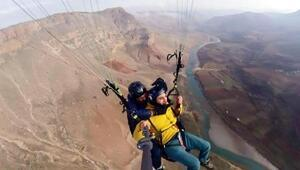 Herekol Dağı ve Botan Vadisinde yamaç paraşütü zamanı