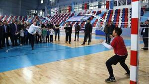 Spor Bakanı Bak, Zonguldaklı sporcularla hentbol oynadı
