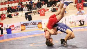 Türkiye Genç Erkekler Greko-Romen Güreş Şampiyonası Bursada sürüyor