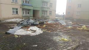 Erzurum'da fırtına hayatı durdurdu