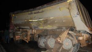 Yolcu otobüsü harfiyat kamyonuyla çarpıştı: 27 yaralı