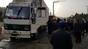 Otomobil dinlenme tesisindeki kamyona çarptı: 2 yaralı