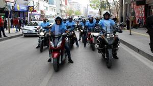 Kanser farkındalığı yürüyüşüne motosikletleriyle katıldılar