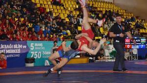 Gebzede Uluslararası Yıldızlar Güreş Zafer Turnuvası start aldı