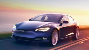 Elon Muska direksiyon şoku: Binlerce Tesla otomobil geri çağrıldı