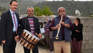 Bozyazı'da davullu klarnetli halk günü