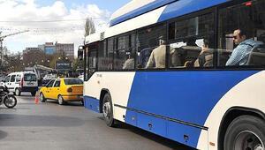 Belediye otobüsünde panik anları Yolcunun üstüne sürdü...