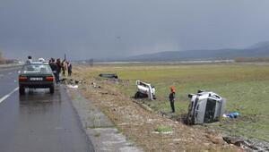 Ağrıda doluda 4 araç şarampole yuvarlandı, başkan yaralandı