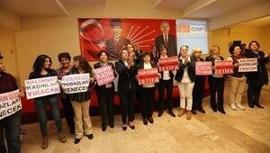 CHPli kadınlardan TBMM Başkanına protesto