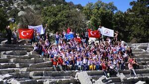 Öğrenciler Termessos antik kentinde