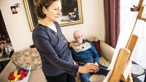 Eşini sanatla legoyla tedavi ediyor: AlzheImer savaşçıları