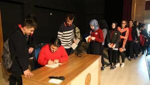 Madalyasız romanının yazarı Uluğtürkan, öğrencilerle buluştu