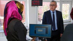 Niğde Valisi Şimşek, pasaport ve sürücü belgesi uygulamasını değerlendirdi