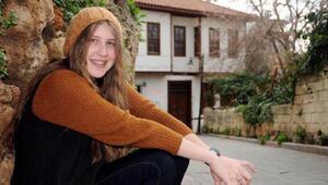 Kırmızı fularlı kızın anne ve babası beraat etti