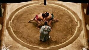 Japonyada Valiye ilk yardım için sumo ringine giren kadınlar dışarı çıkarıldı