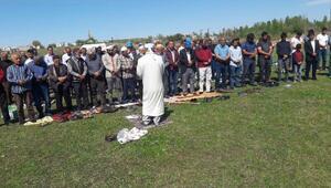 Bismilde çiftçiler yağmur duasına çıktı