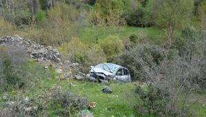 Otomobil şarampole yuvarlandı: 1 ölü, 2 yaralı
