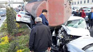Başakşehirde tanker kaydı, 12 araç zarar gördü, cadde savaş alanına döndü