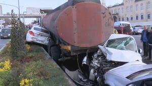 Başakşehirde tanker kaydı, 12 araç zarar gördü