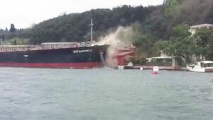 İstanbul Boğazında hareketli dakikalar Gemi yalıya çarptı...