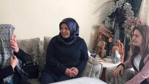 Kanseri yenen kadın yaptığı takılarla öğrencilere ve askerlere destek oluyor