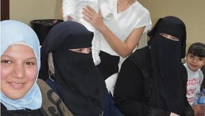 Suriyeli kadınlara anne-bebek sağlığı eğitimi