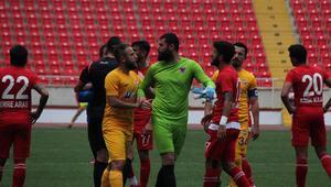 Mersin İdmanyurdu kalecisi maçta sahayı terk etti