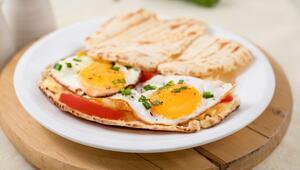 Tadı da Görüntüsü Kadar Muhteşem: Yumurtalı Bazlama Tost