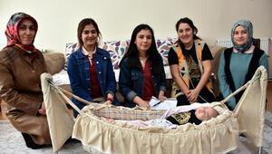 Kırıkkaleli öğrenciler, yardıma muhtaç aileleri ziyaret ediyor