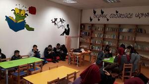Balâda okulun deposu kütüphaneye dönüştürüldü