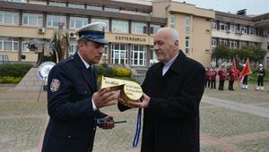 Trafik polisine altın düdük hediye edildi