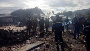 Cezayirde askeri uçak düştü
